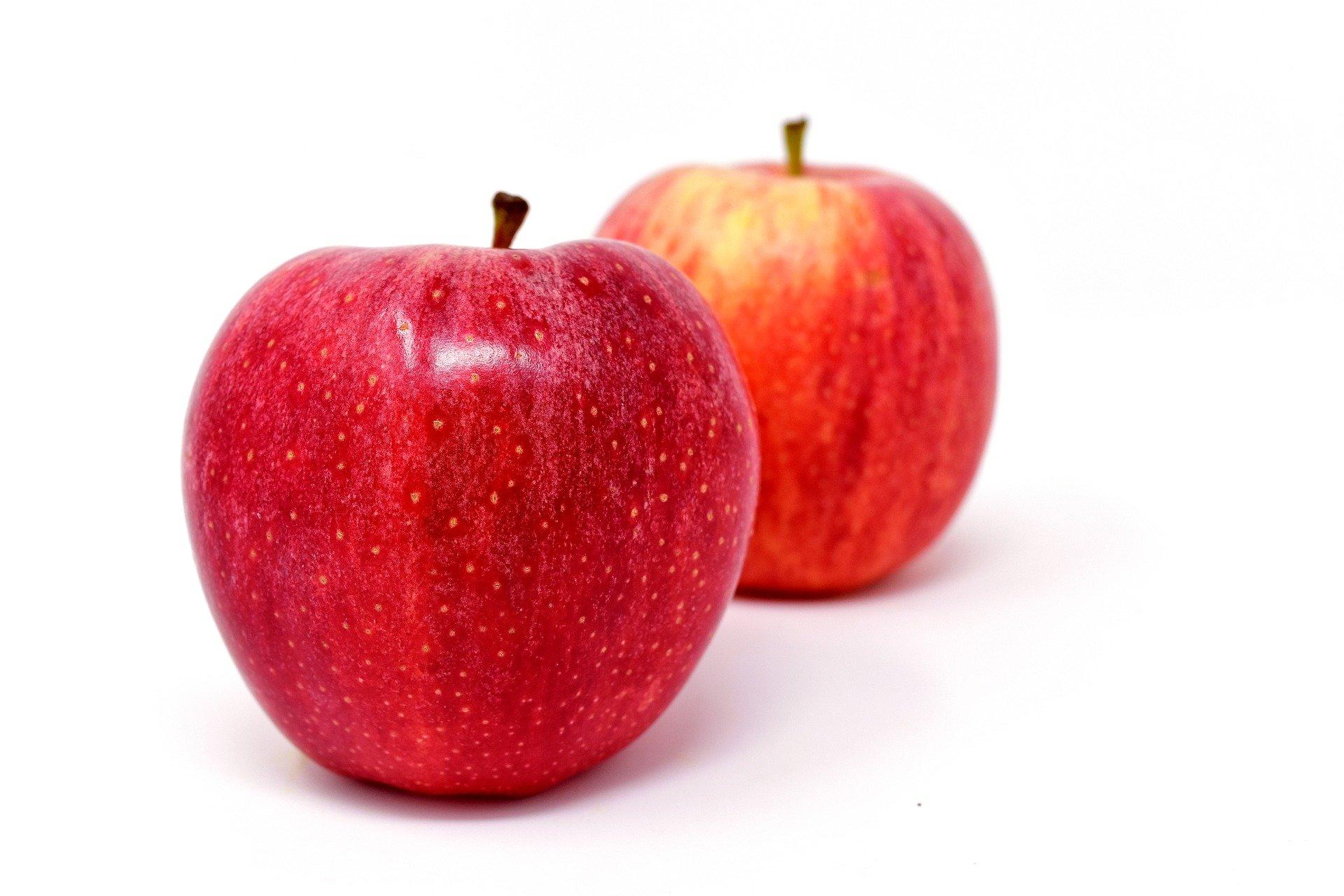 mere-rosii-plantum-ro