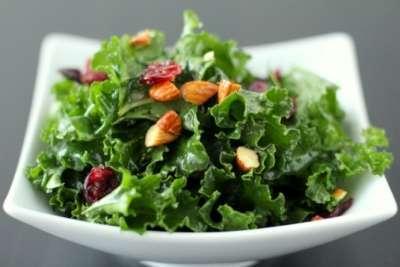 Salată cu Kale și Miere de Manuka