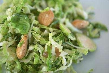 Salată Verde cu Migdale si Miere de Manuka