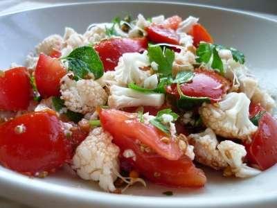 Salată de Conopidă cu Roșii